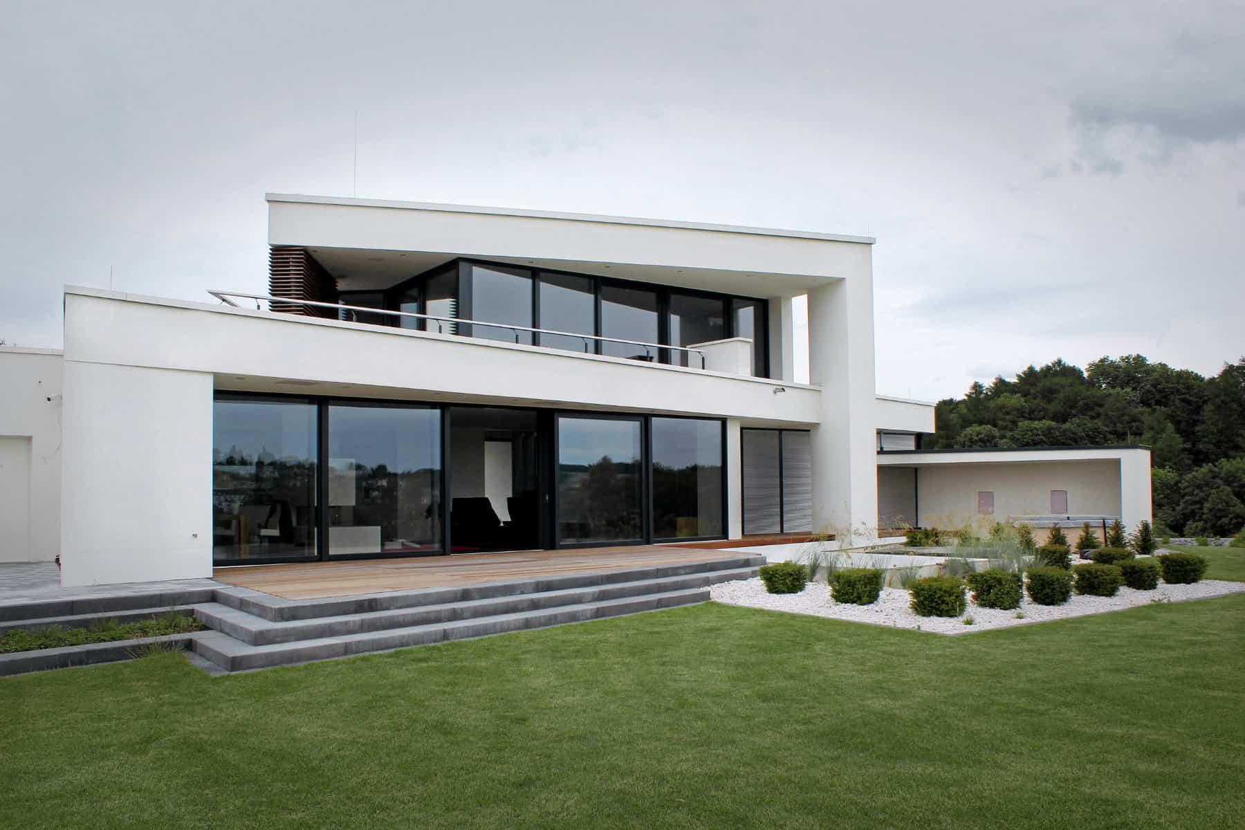 Flachdachhaus modern mit Dachterrasse und Pool