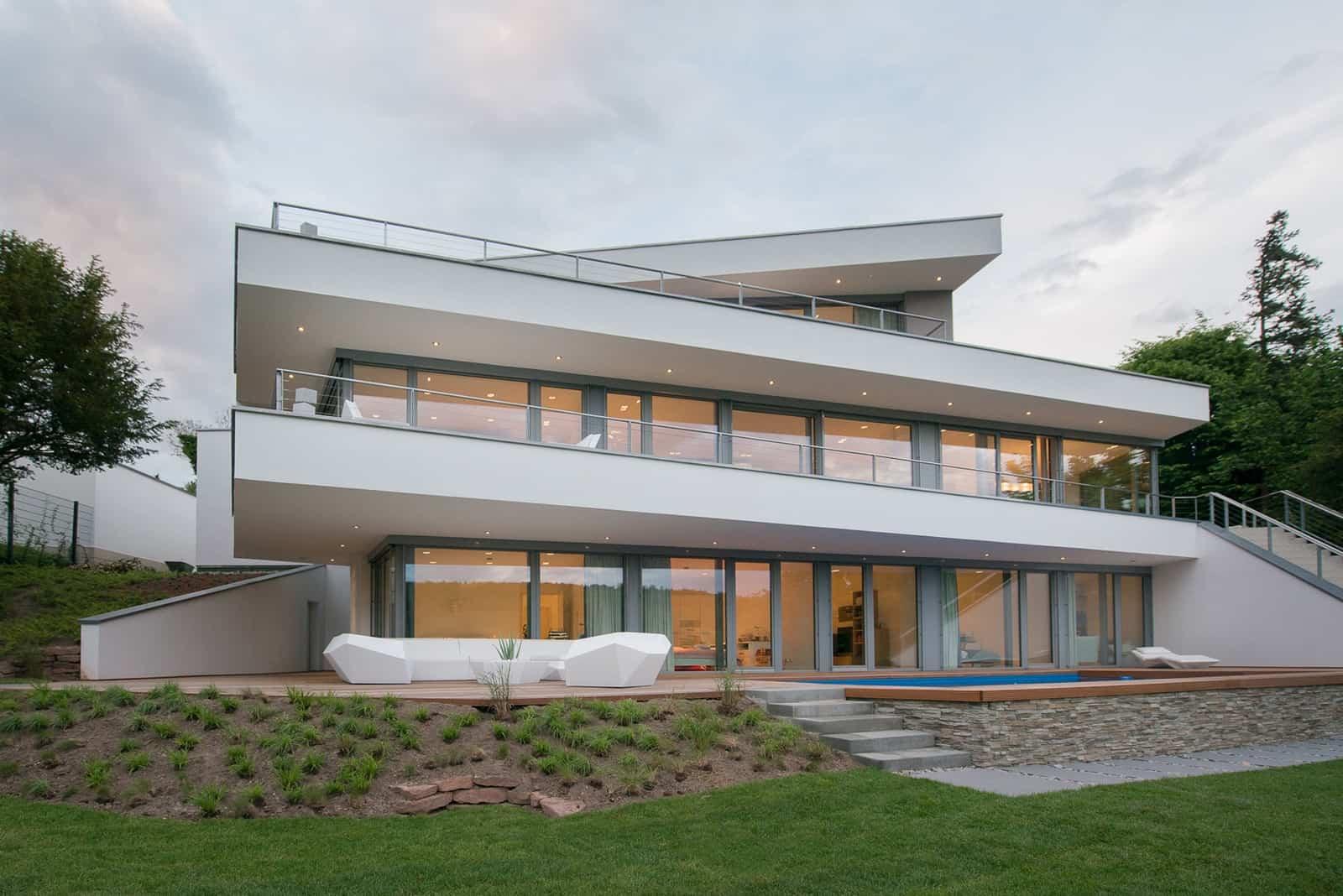 Moderne Hangvilla