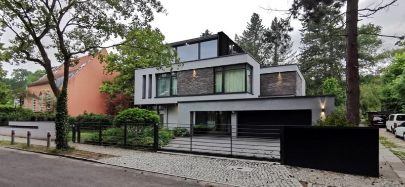 Moderne Villa im Wald in Potsdam