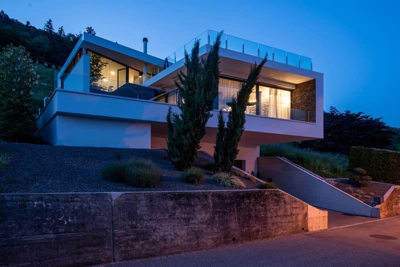 Modernes Architektenhaus mit Pool in Balgach