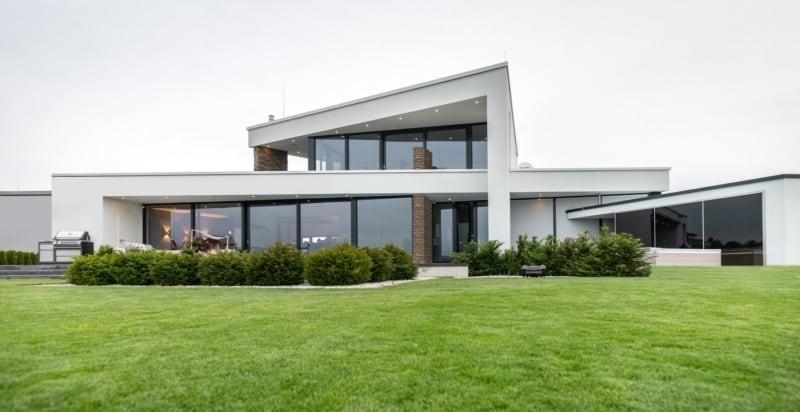 Modernes Haus mit Dachterrasse